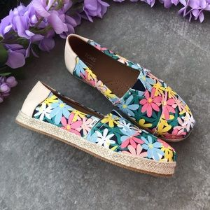 NEW TOMS multi giant flower print rope 12 YOUTH